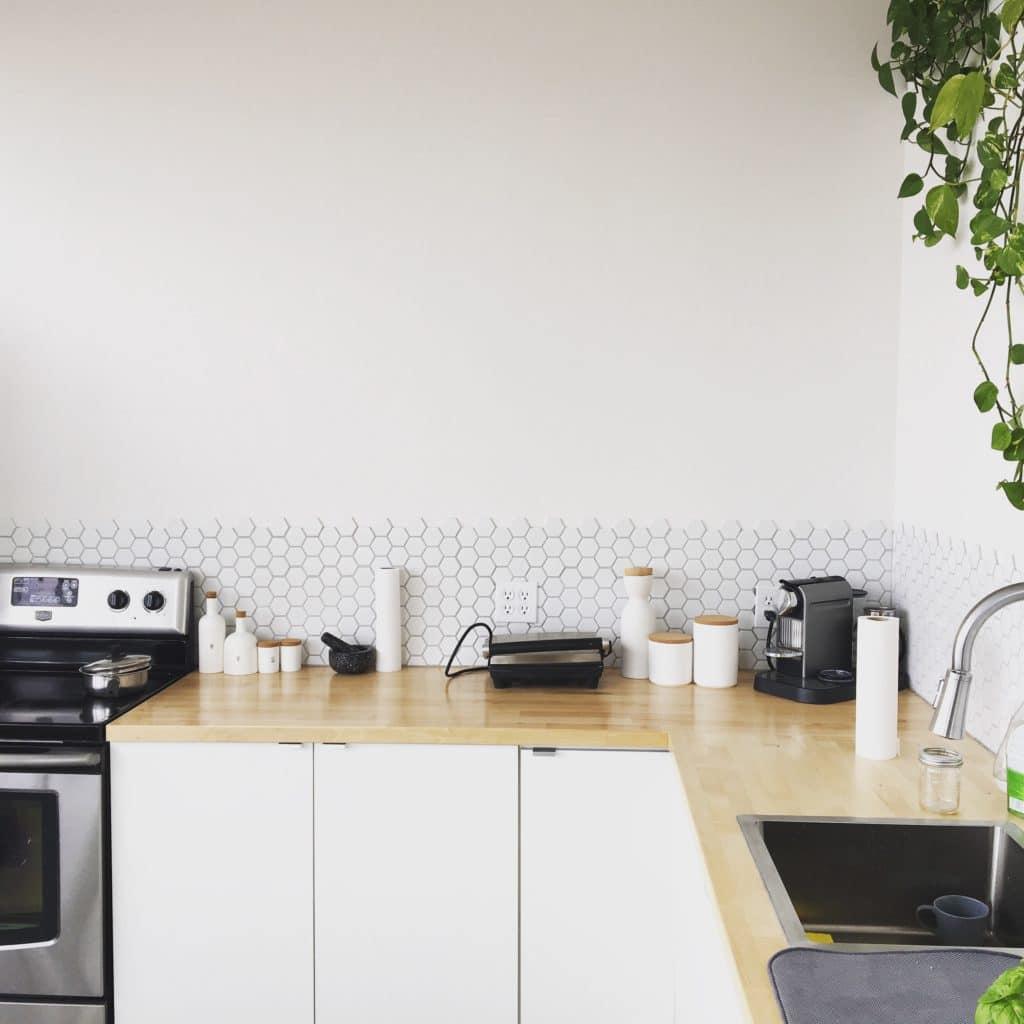 Coprire Piastrelle Cucina Con Pannelli paraschizzi per la cucina moderna: quale scegliere